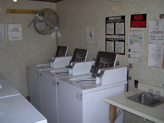 Stillman RV Park: Laundry Room