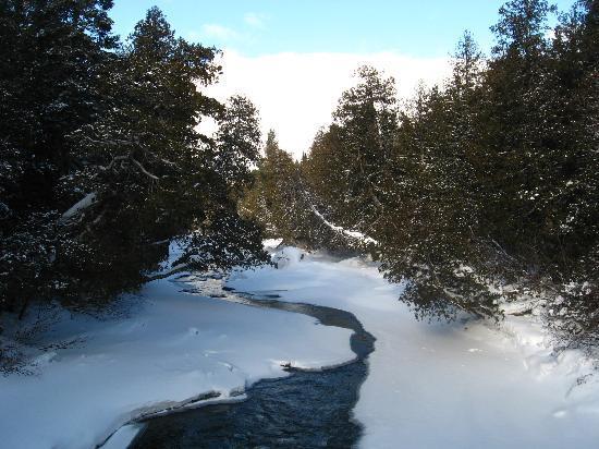 Gite du Mont-Albert: Sentier Chute du Diable