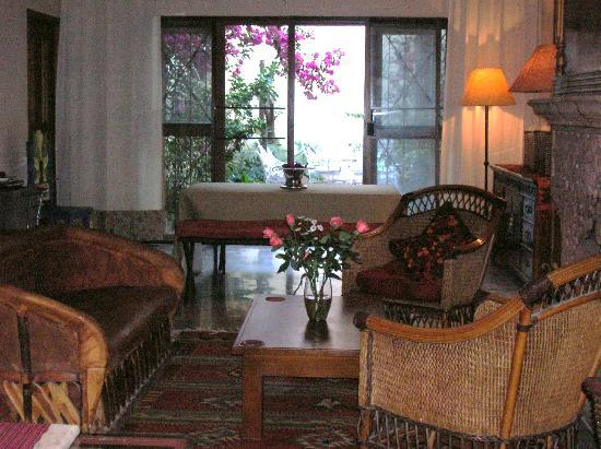 Casa Rose Bed and Breakfast: living and dinning room area