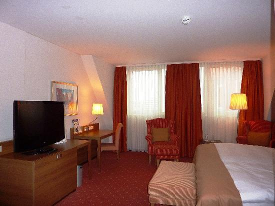 Holiday Inn Nurnberg City Centre: Zimmer