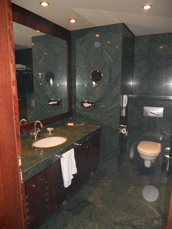 Grand Hotel Sofia: bagno