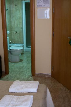 Hostal Sant Sadurni D'anoia: bathroom