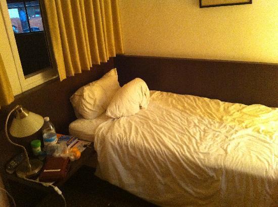 La Perle Hotel: Single room
