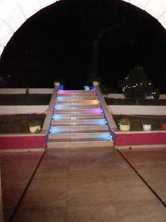 Hotel Parga Princess: stairs at night (they change color)