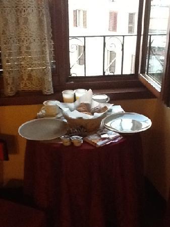 Le Suite di Via Ottaviano : breakfast in room 1 (corner room)