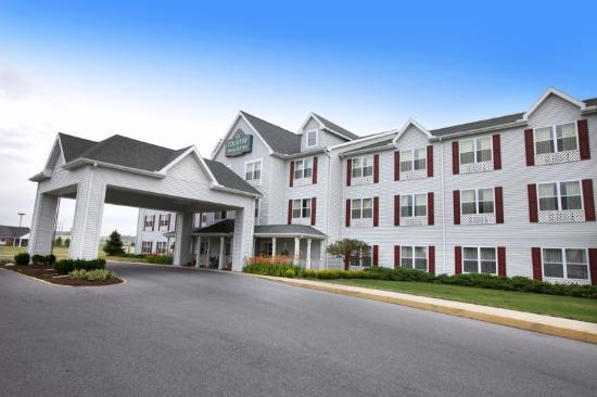 Lancaster Inn & Suites : Exterior