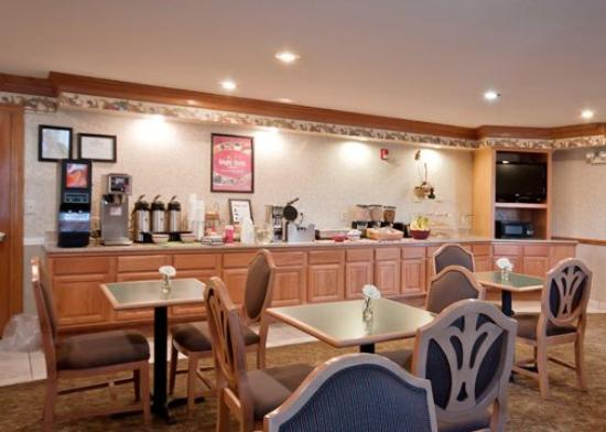 Econo Lodge Inn and Suites: Breakfast Area