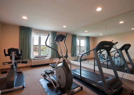 Econo Lodge Inn and Suites: Fitness Center
