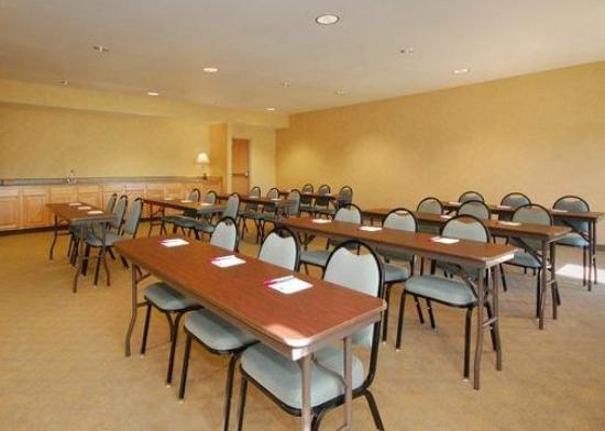 Comfort Suites Delavan: Meeting Room