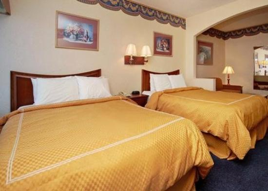 Americas Best Value Inn & Suites-Abilene Mall: Double Queen Suite