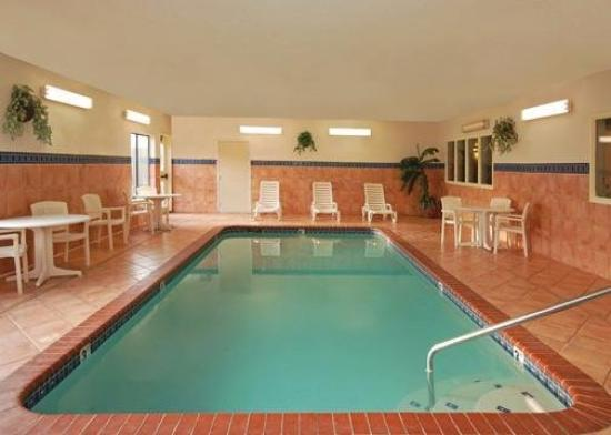 Americas Best Value Inn & Suites-Abilene Mall: Pool