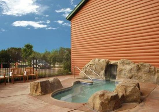 Comfort Suites Rapid River Lodge: Pool -OpenTravel Alliance - Pool View-
