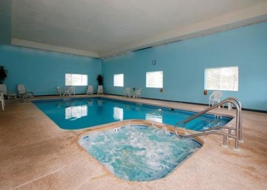 University Suites Hotel: Pool