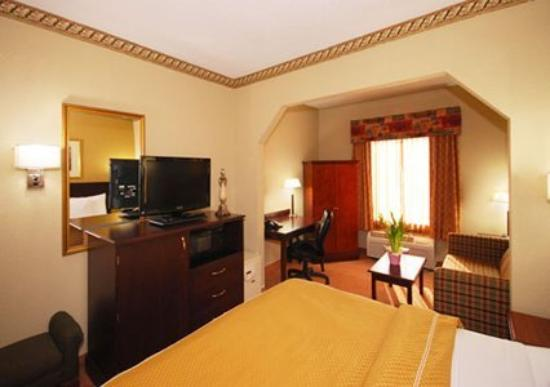 Quality Suites: Guest Room -OpenTravel Alliance - Guest Room-