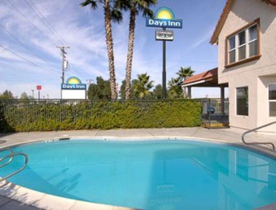 Econo Lodge Inn & Suites: Pool