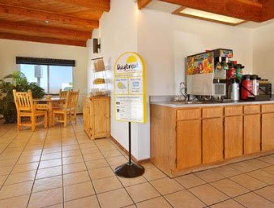 Days Inn Taos: Breakfast Area