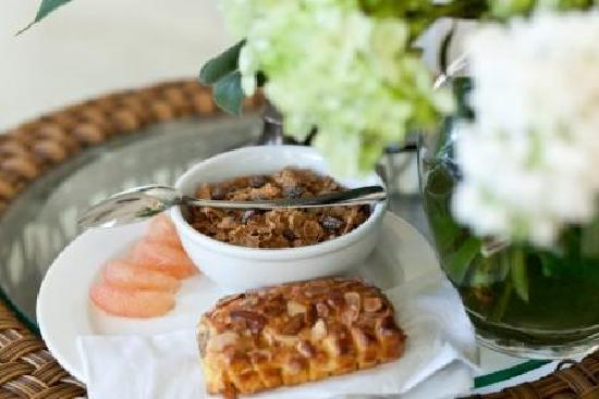 Glorietta Bay Inn: Complimentary Continenal Breakfast