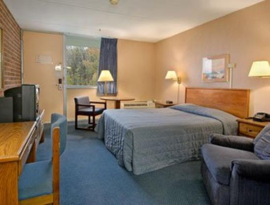 Harrisburg Daystop: Guest Room