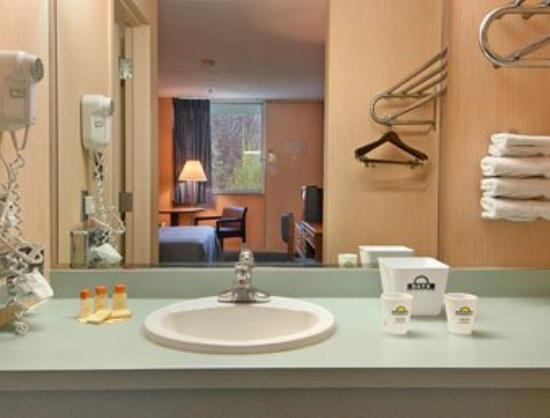 Harrisburg Daystop : Guest Room