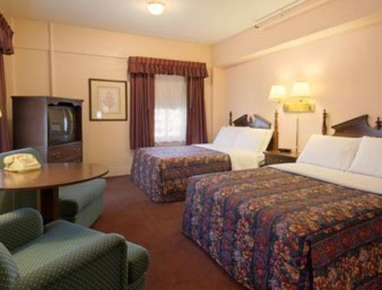 Days Inn Rochester-Downtown: Standard Two Double Bed Room