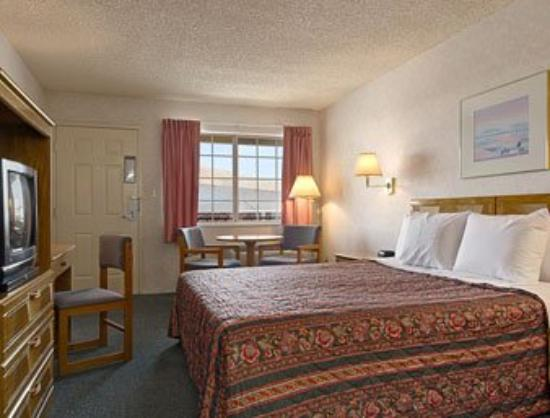 Days Inn Carson City: Standard King Bed Room