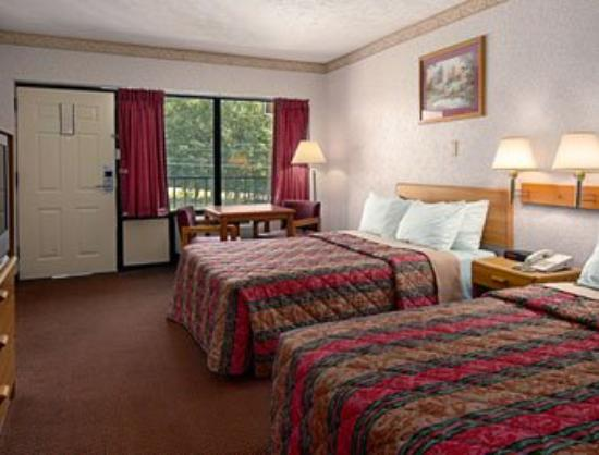 Americas Best Value Inn: Standard Two Double Bed Room