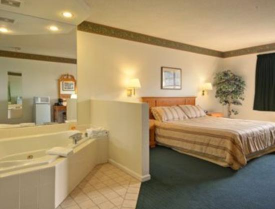 Americas Best Value Inn & Suites: Jacuzzi Suite