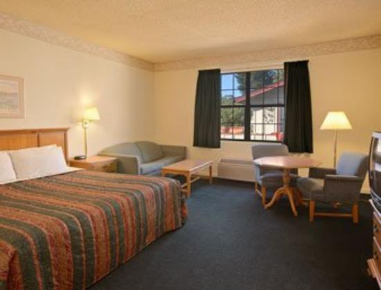 Americas Best Value Inn & Suites: Standard King Bed Room