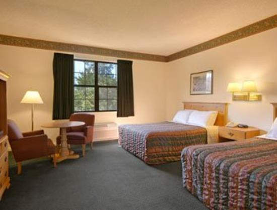 Americas Best Value Inn & Suites : Standard Two Double Bed Room