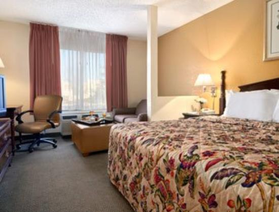 Days Inn Greenville: Standard King Bed Room