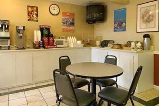 Anaheim Express Inn: Breakfast Area