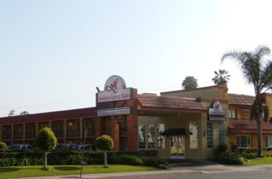 Anaheim Express Inn: Exterior