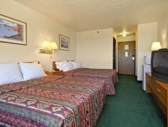 Days Inn McCook : Standard Two Queen Bed Room