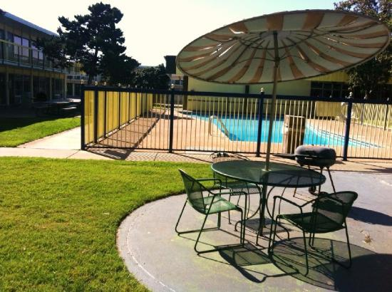 Budget Inn & Suites : Pool