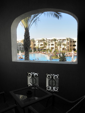 Rixos Sharm El Sheikh: View from room through balcony to main pool