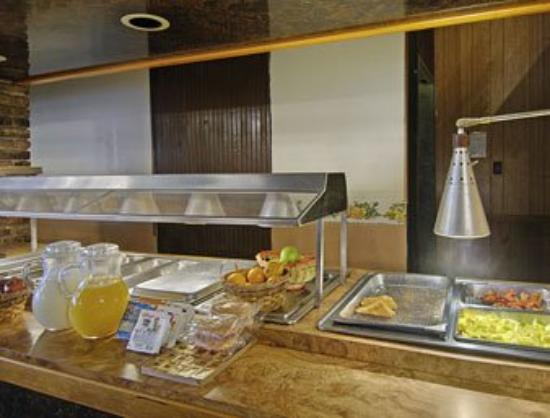 Days Inn Mt. Pleasant : Breakfast Area
