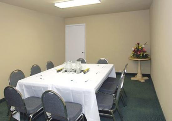 Lexington Inn & Suites: Meeting Room -OpenTravel Alliance - Meeting Room-