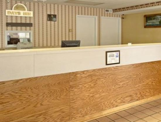Days Inn Lenoir : Lobby
