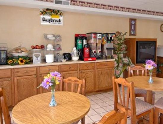 Days Inn Lenoir: Breakfast Area