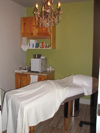 Elmhirst's Resort: The Spa at Elmhirst's offers manicures, pedicures, facials, massages, accupuncure treatments and