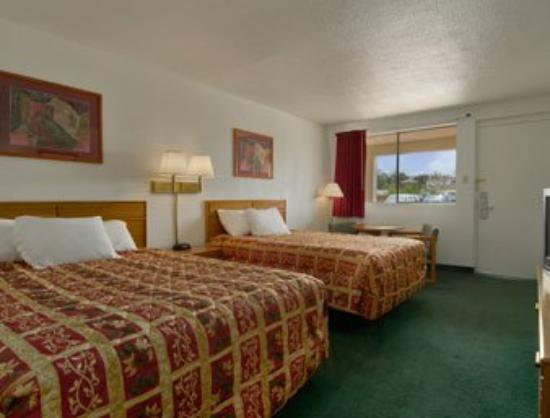 Days Inn Gallup: Standard Two Queen Bed Room
