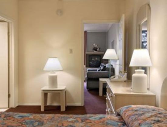 Memorial Inn & Suites: Standard Suite