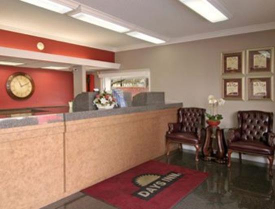 Memorial Inn & Suites: Lobby