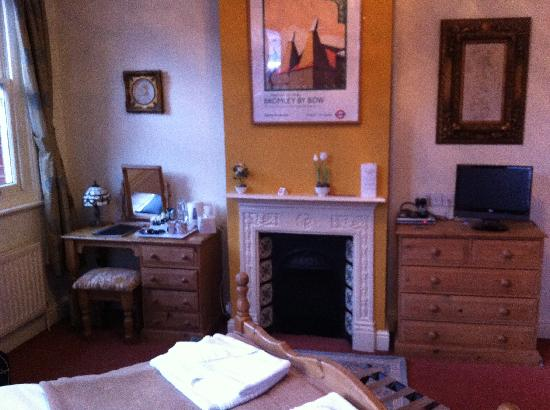 Railway Hotel : Bedroom, lovely