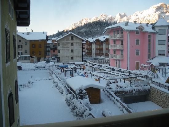 Hotel Piz Galin : Parco giochi all'aperto