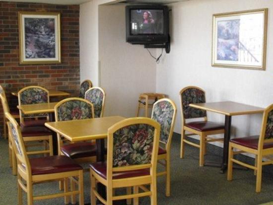 Thrifty Inn: Seating Close