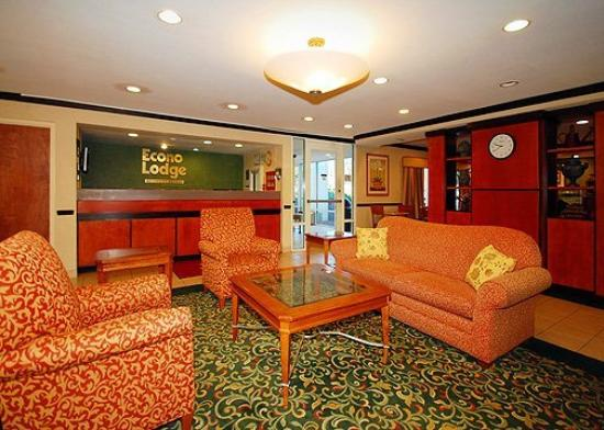 Econo Lodge Inn & Suites Charlotte Airport: Lobby