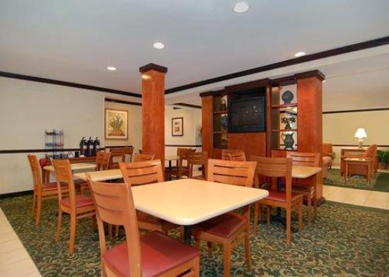Econo Lodge Inn & Suites Charlotte Airport: Restaurant