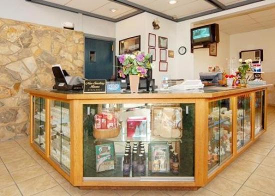Rodeway Inn: Gift Shop