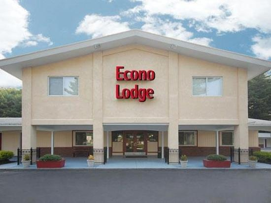Econo Lodge Sutton: Exterior